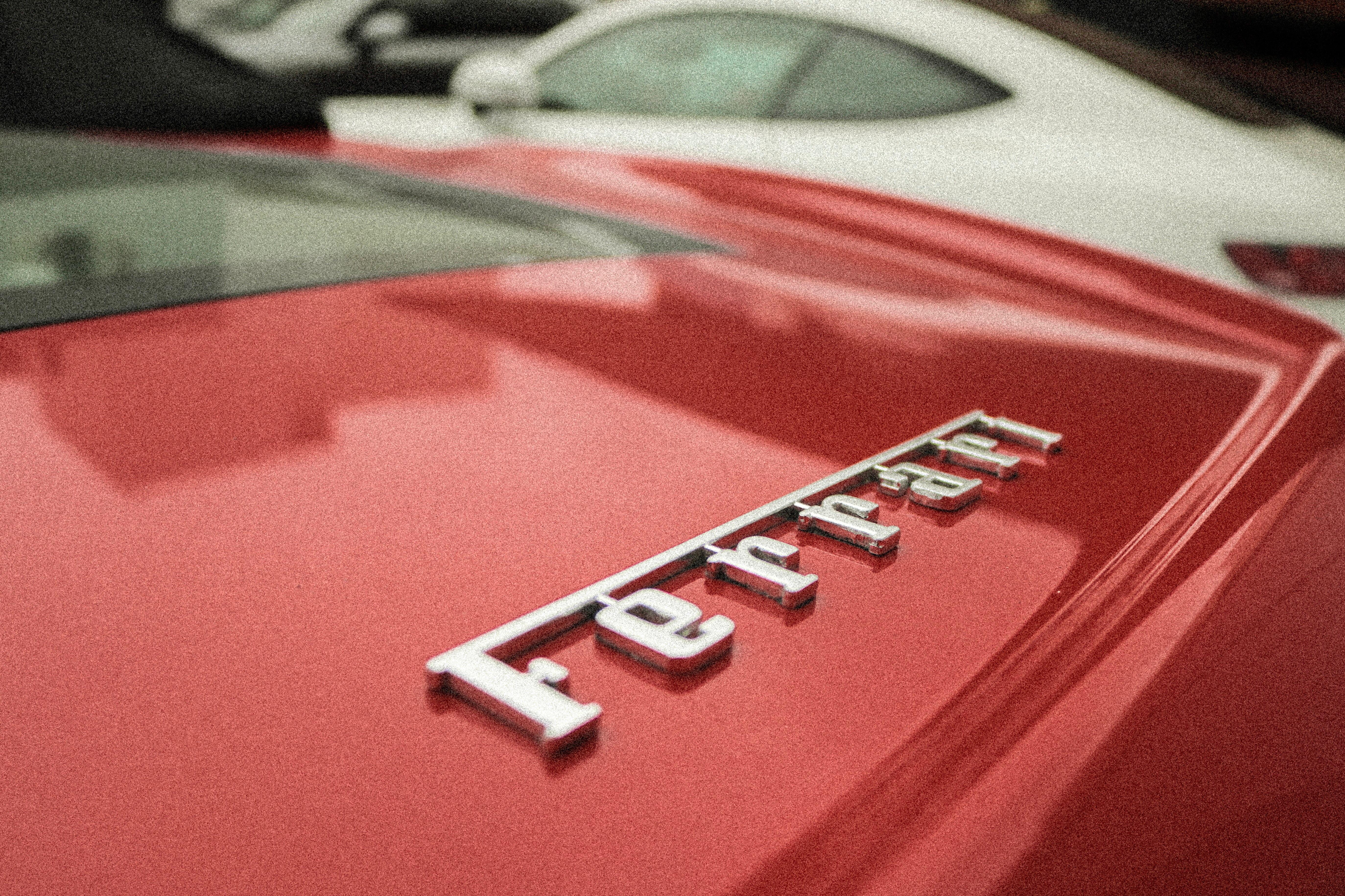 Ferrari tekst
